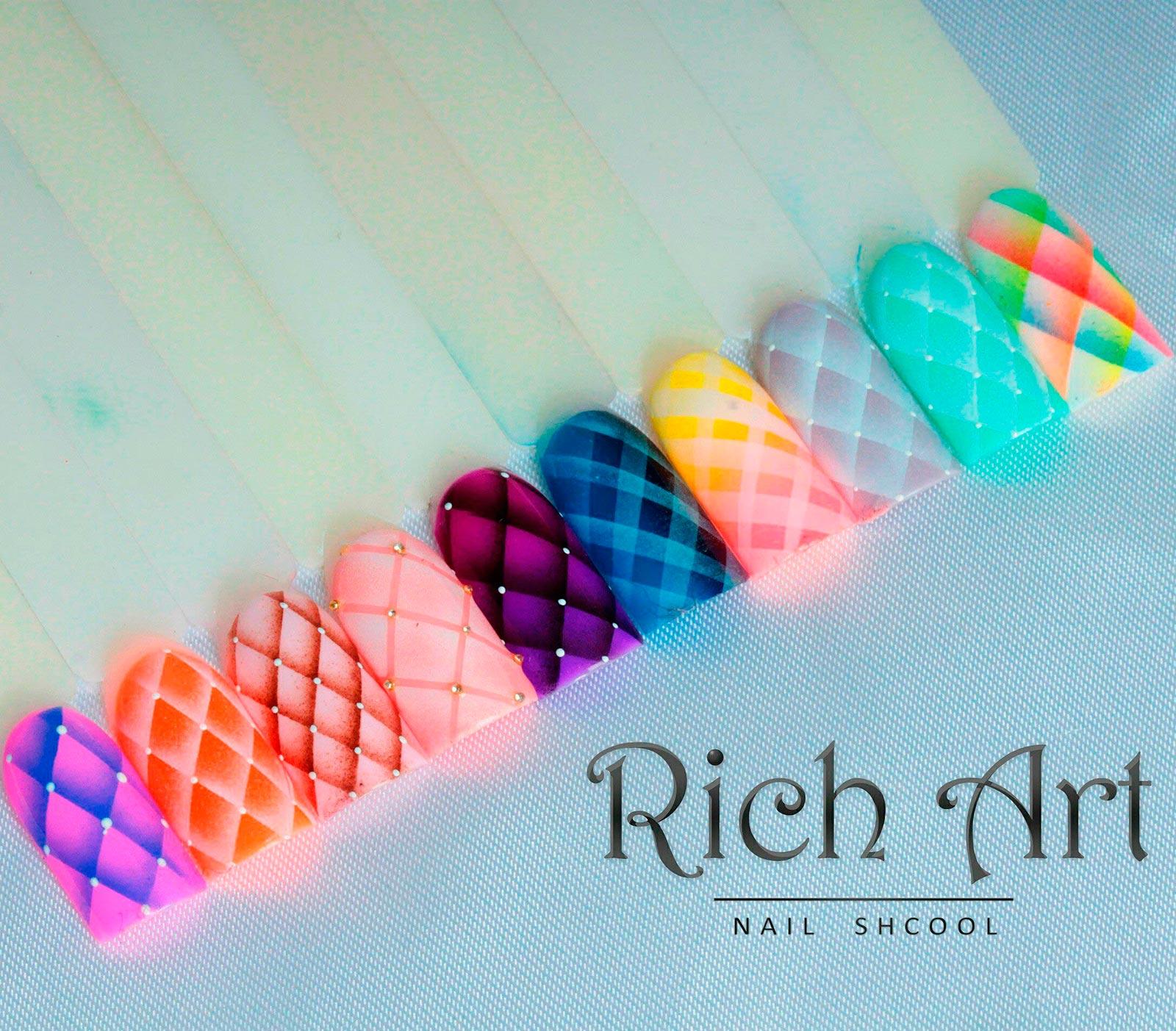 Курсы аэрографии на ногтях в учебном центре Rich Art