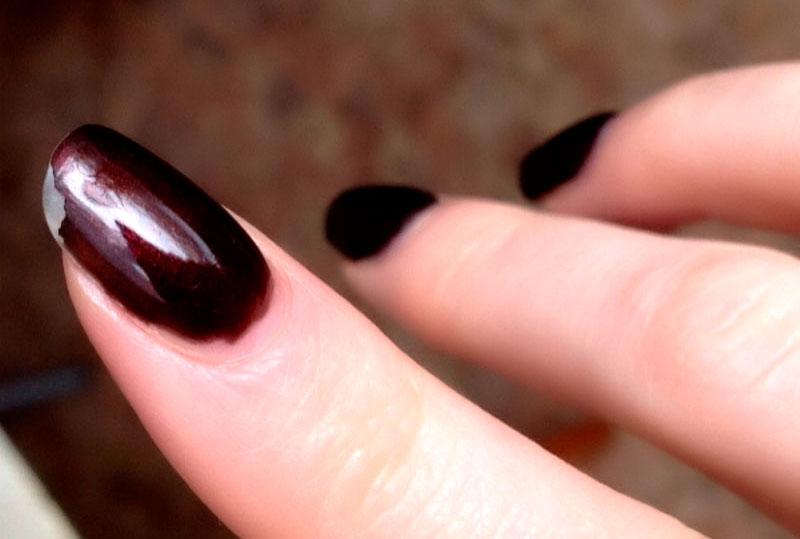 Причины отслоения гель лака на ногтях